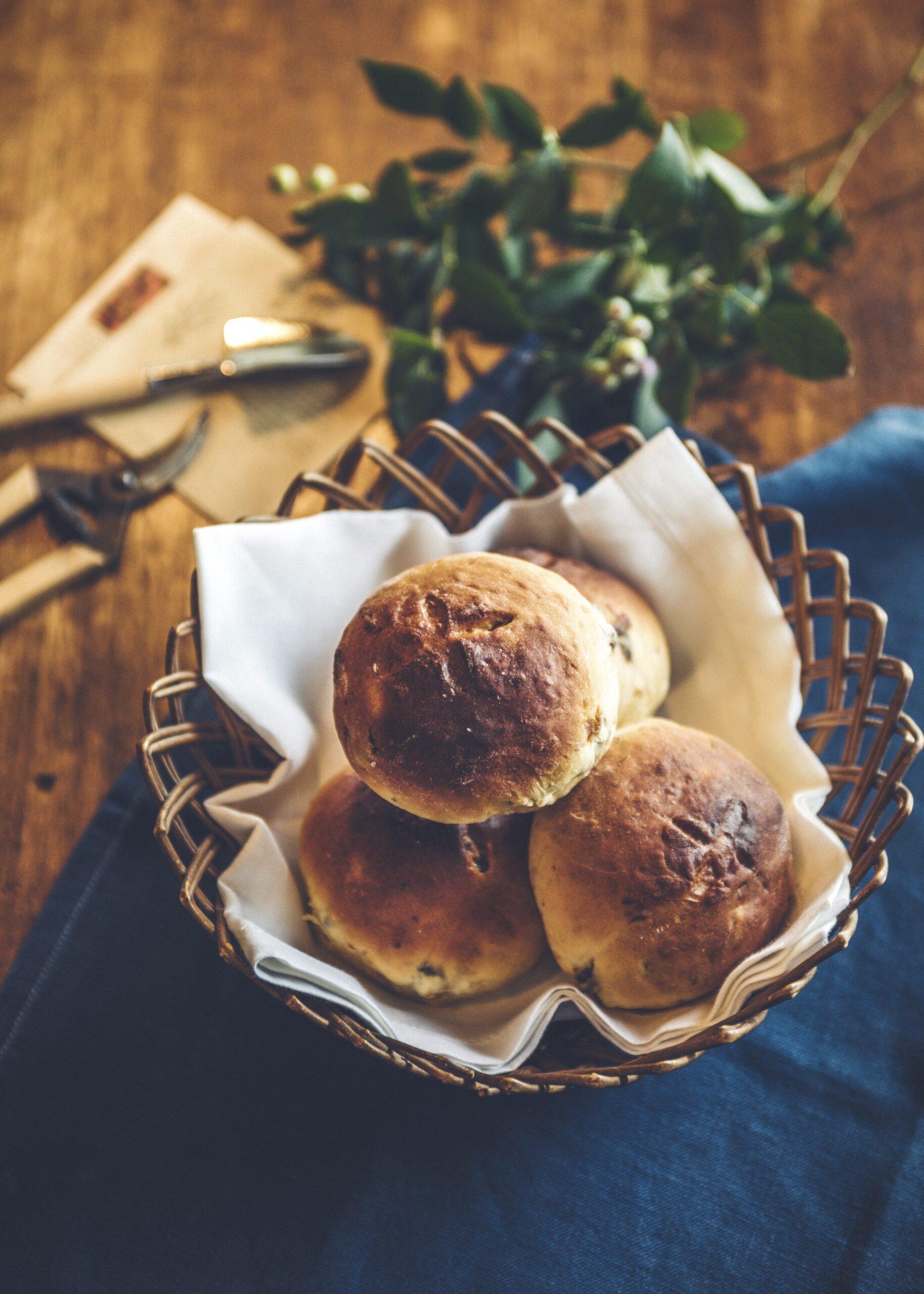 おいしいおはなし 第36回『秘密の花園』庭仕事の合間に食べるまん丸ぶどうパン